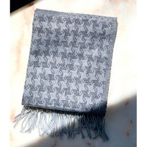 GRAY HOUNDSTOOTH MULTI SCARF